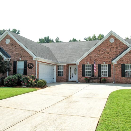 Flowery Branch Ranch Home For Sale, 3/2 Stepless Entry, Vaulted Open Floorplan, Master on Main with seating area, Ranch for sale near Friendship Elementary, New on the Market in Friendship Elementary School District